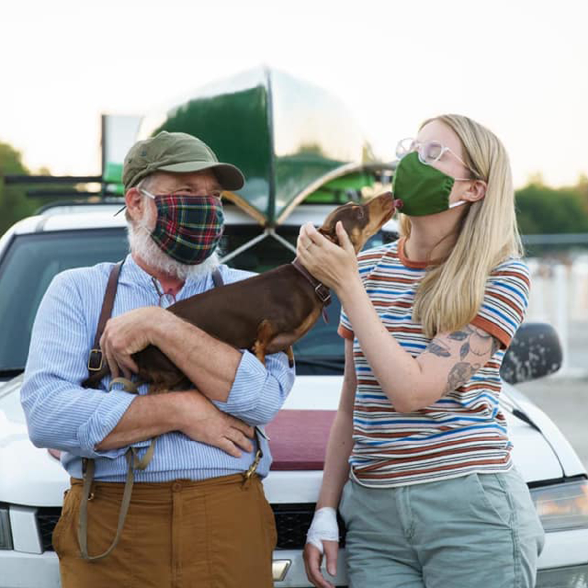 Hannah Lindren, Geoff Davis and his dog on the set of 50 Little Birds.